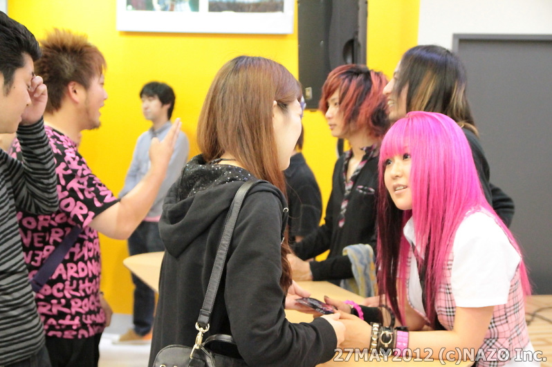 JRock247-DAZZLE-VISION-Tower-Records-Shinjuku-20120527A