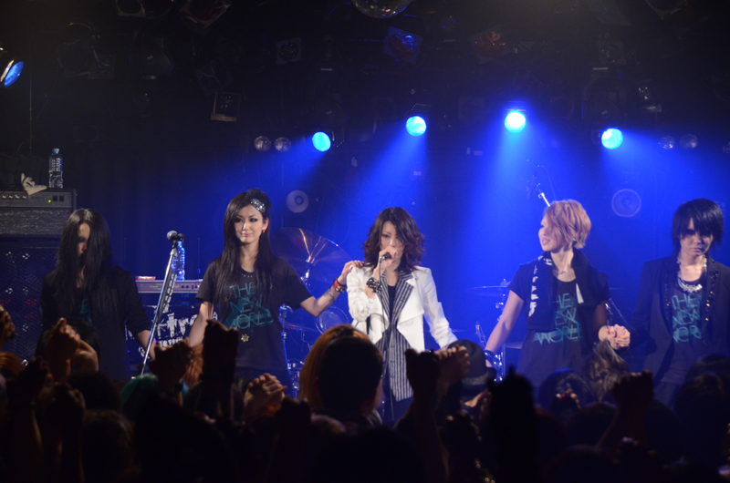 JRock247-exist-trace-The-New-World-2013-live-2461