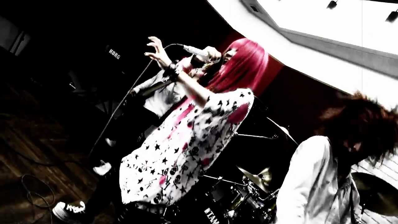 "DAZZLE VISION – Princess Princess ""Diamonds"" cover (PV)"