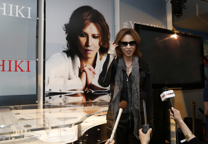 JRock247-Yoshiki-Grammy-exhibit-02