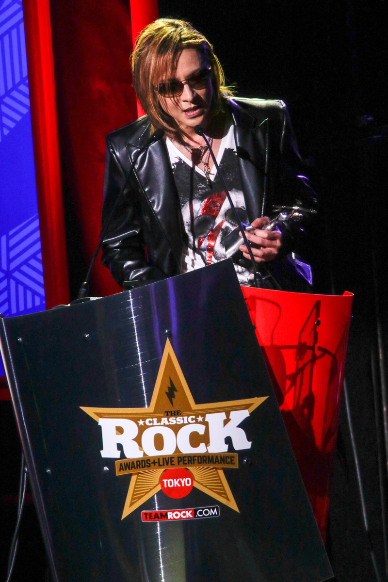 jrock247-yoshiki-classic-rock-awards-2016-03b