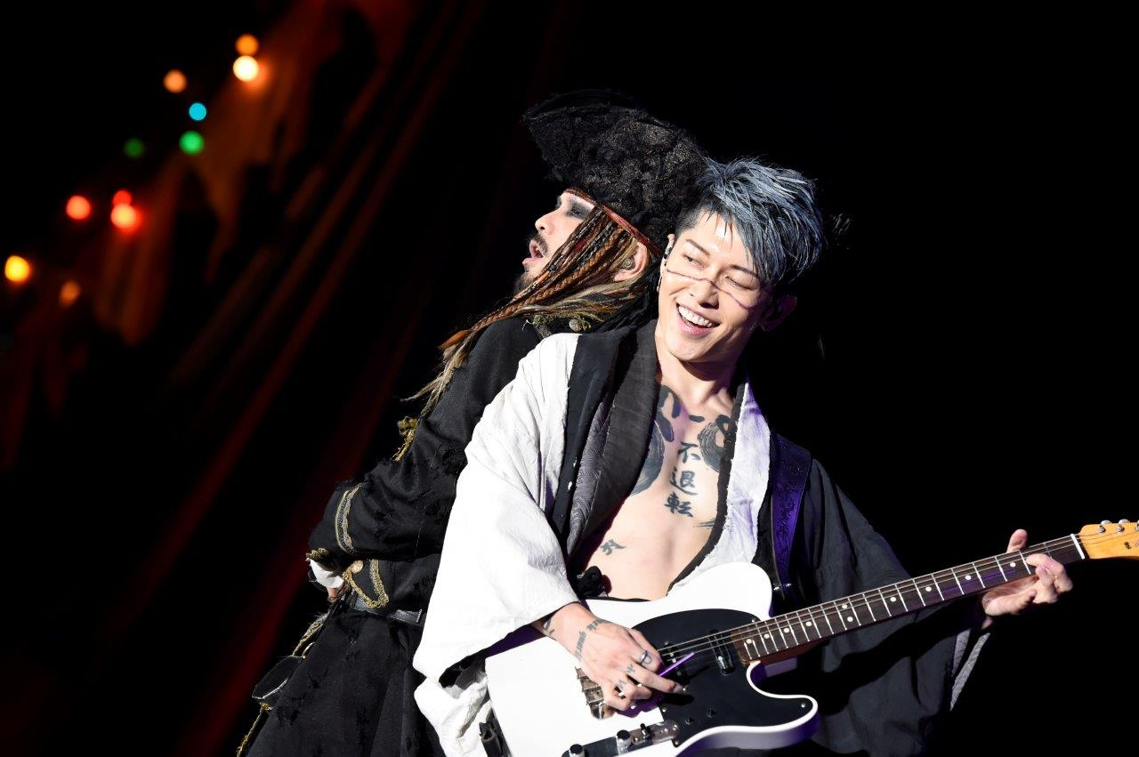 JRock247-VAMPS-Halloween-Party-2017-10-28-4706-Miyavi-Hyde